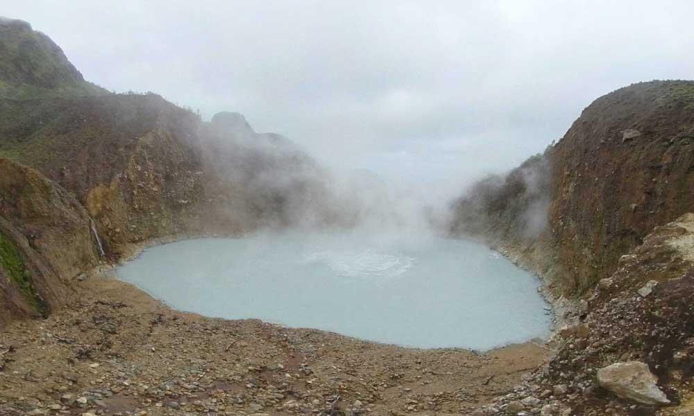 lago en ebullicion de isla dominica aguas peligrosas
